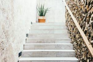 חיפוי אסתטי של מדרגות אבן