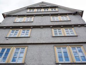חיפוי דמוי אבן של בניין מגורים
